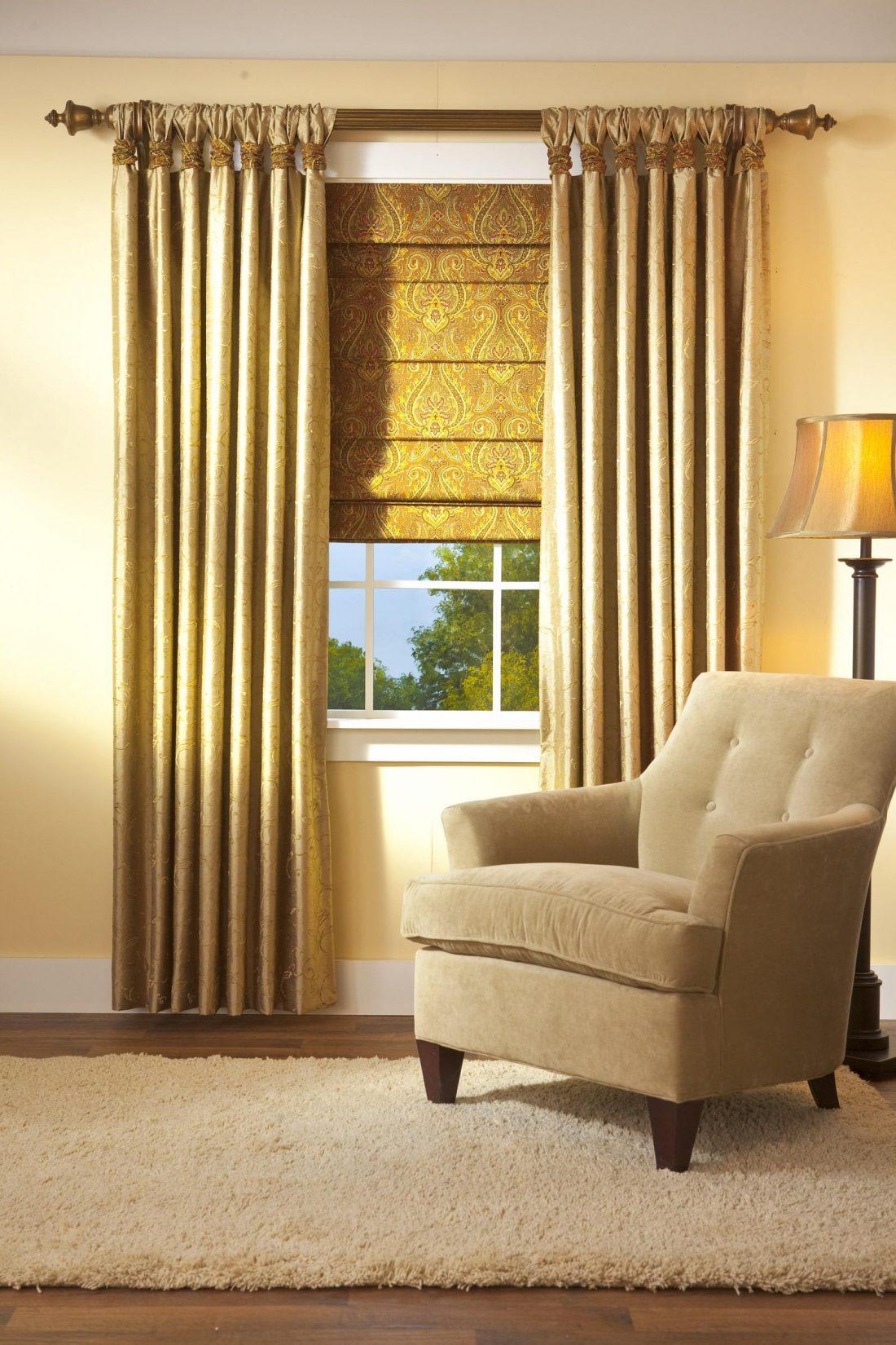 Римские шторы в гостиной 3