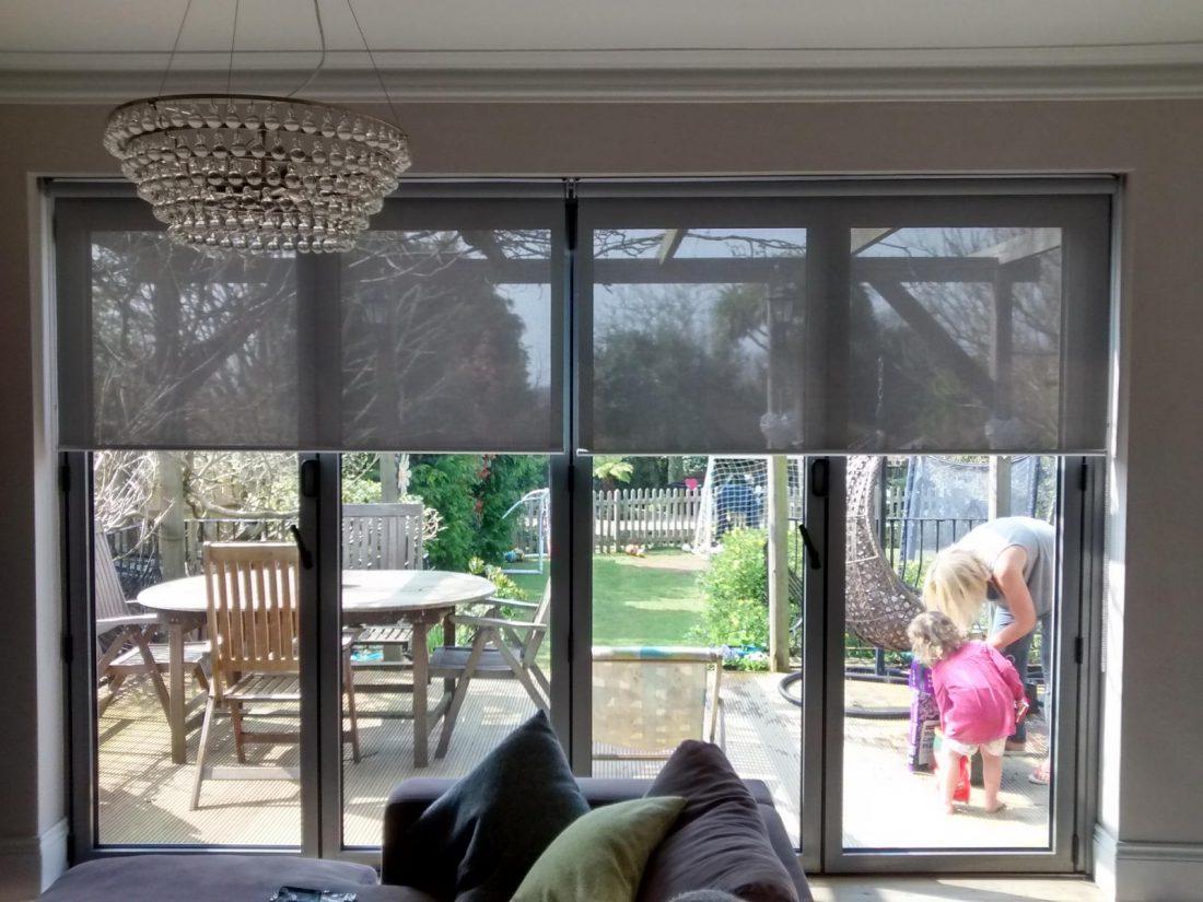 Рулонные шторы в гостиной 3