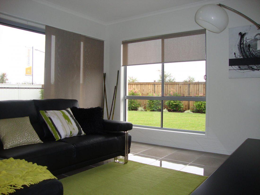 Рулонные шторы в гостиной 4