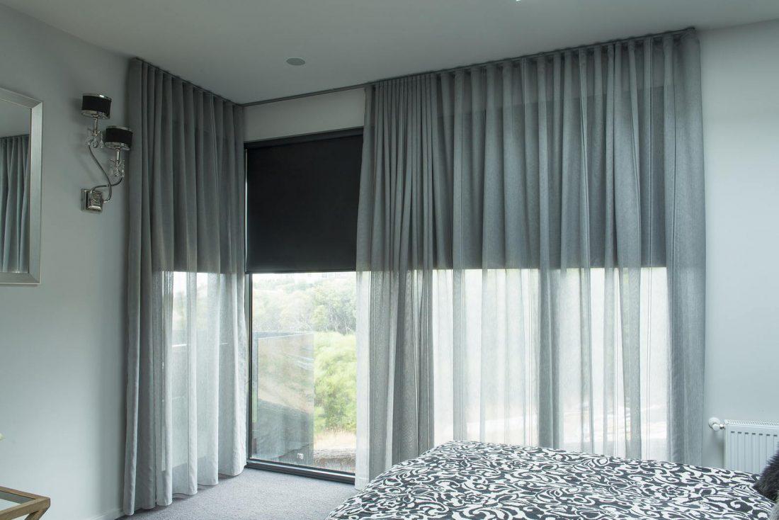 Рулонные шторы в гостиной 5