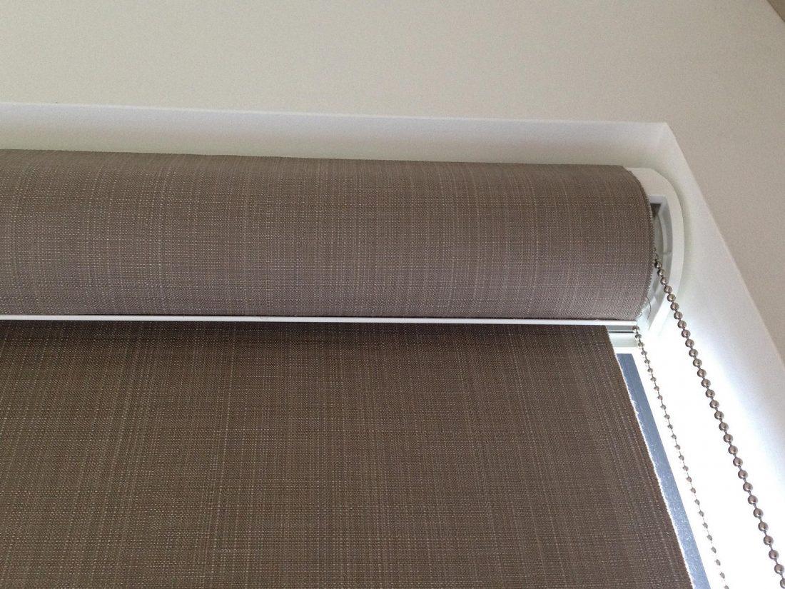 Рулонные шторы в гостиной 8