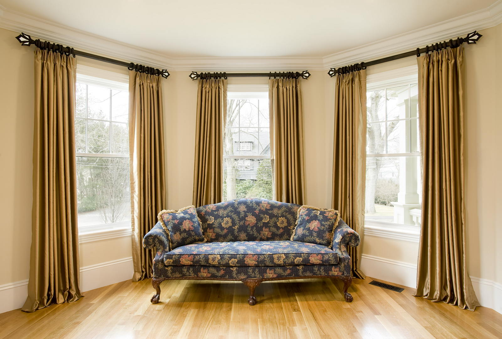 Elegant bedroom curtains