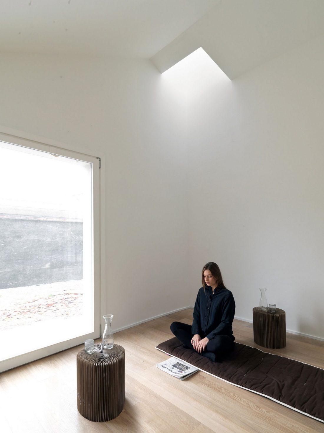seryj-granitnyj-dom-ot-studii-ifdesign-10
