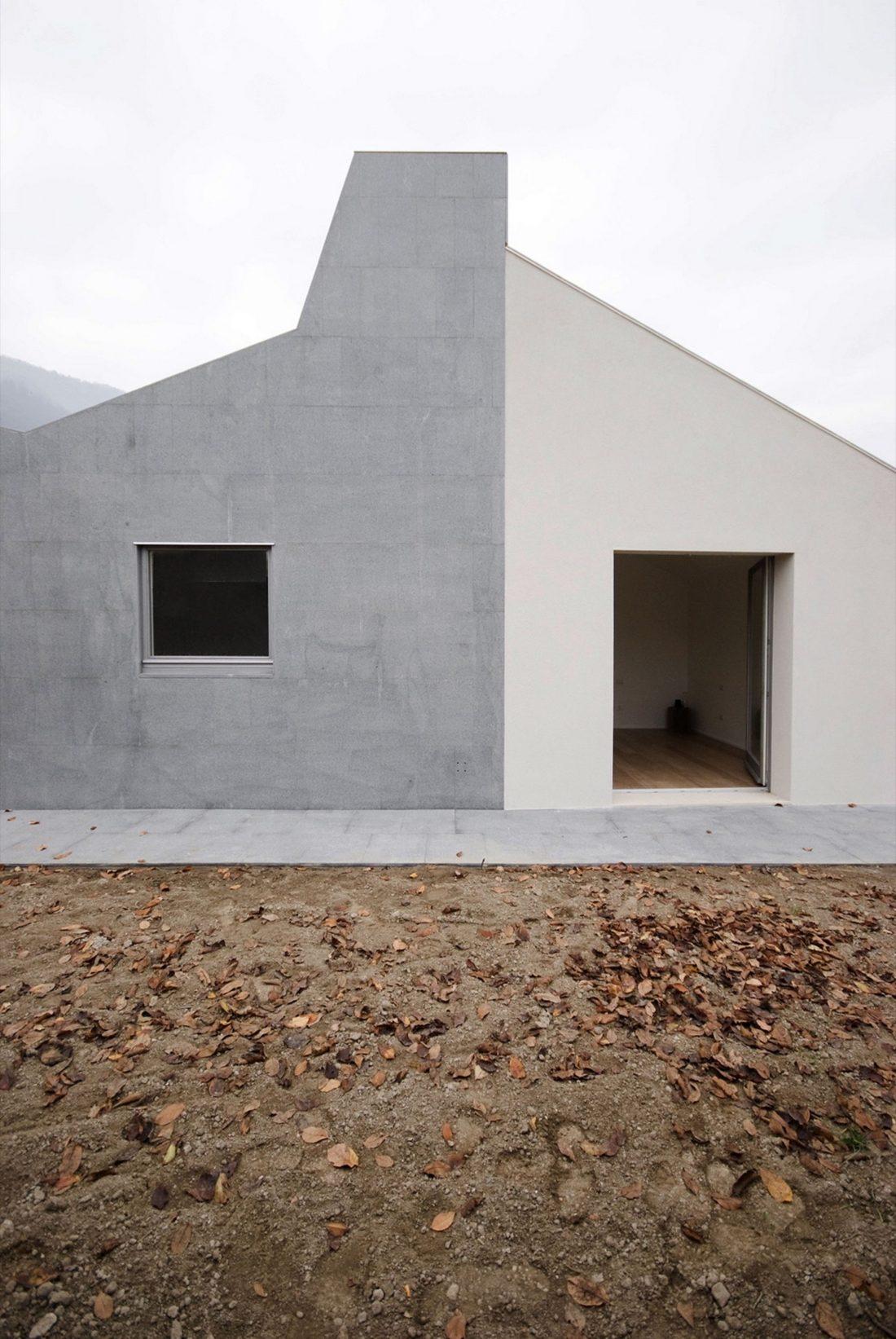 seryj-granitnyj-dom-ot-studii-ifdesign-12