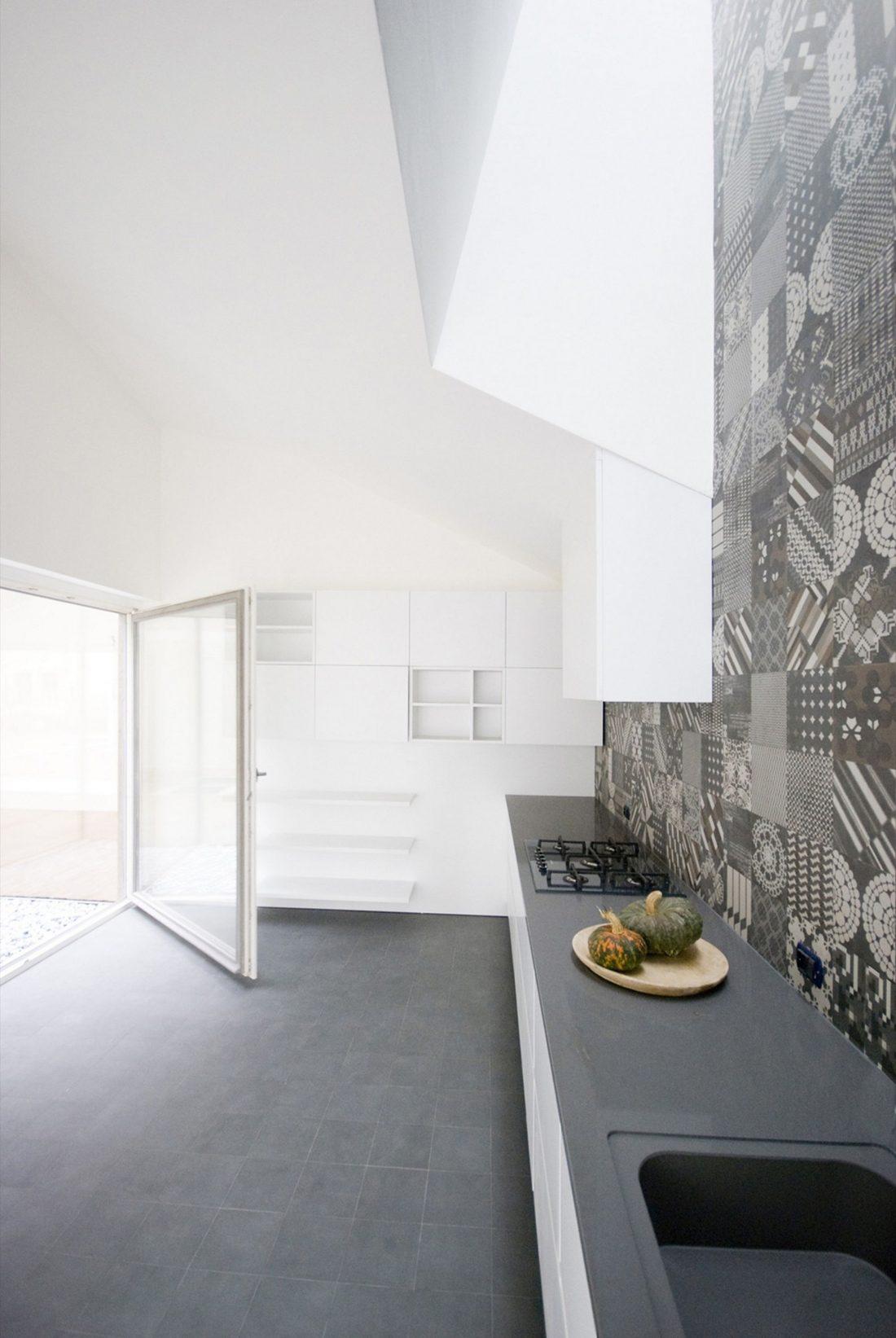 seryj-granitnyj-dom-ot-studii-ifdesign-4