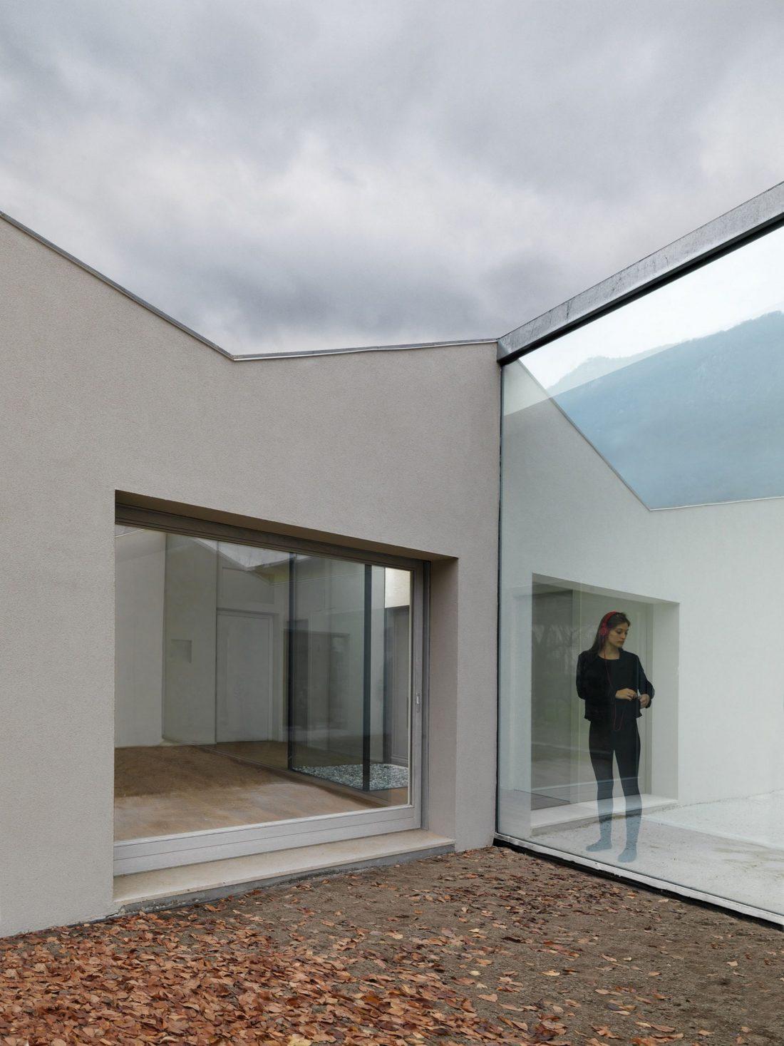 seryj-granitnyj-dom-ot-studii-ifdesign-9