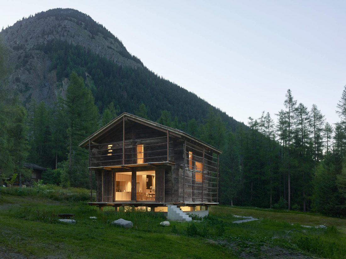 Современный дом из старого амбара в Швейцарии от студии Savioz Fabrizzi Architectes 1