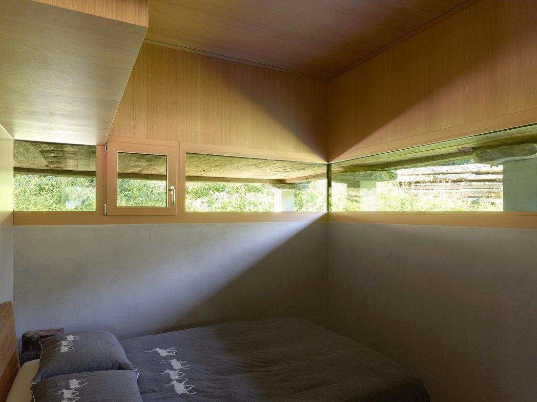 Современный дом из старого амбара в Швейцарии от студии Savioz Fabrizzi Architectes 11