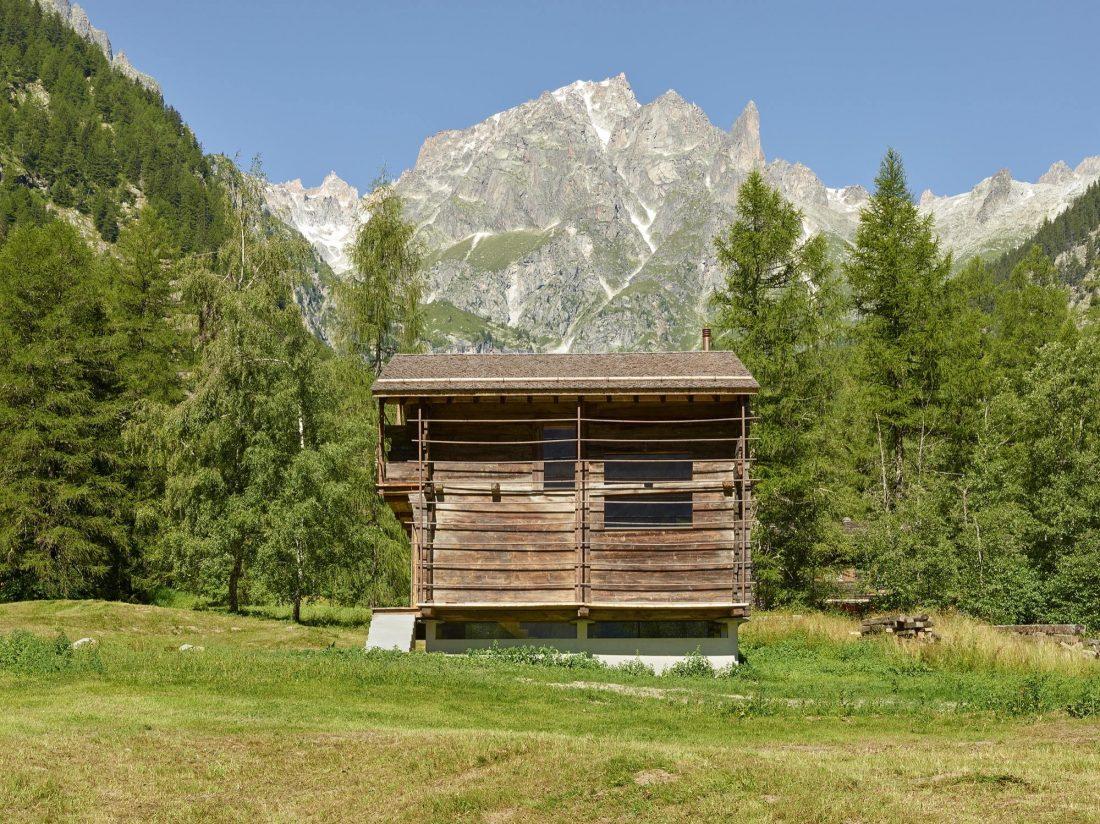 Современный дом из старого амбара в Швейцарии от студии Savioz Fabrizzi Architectes 2