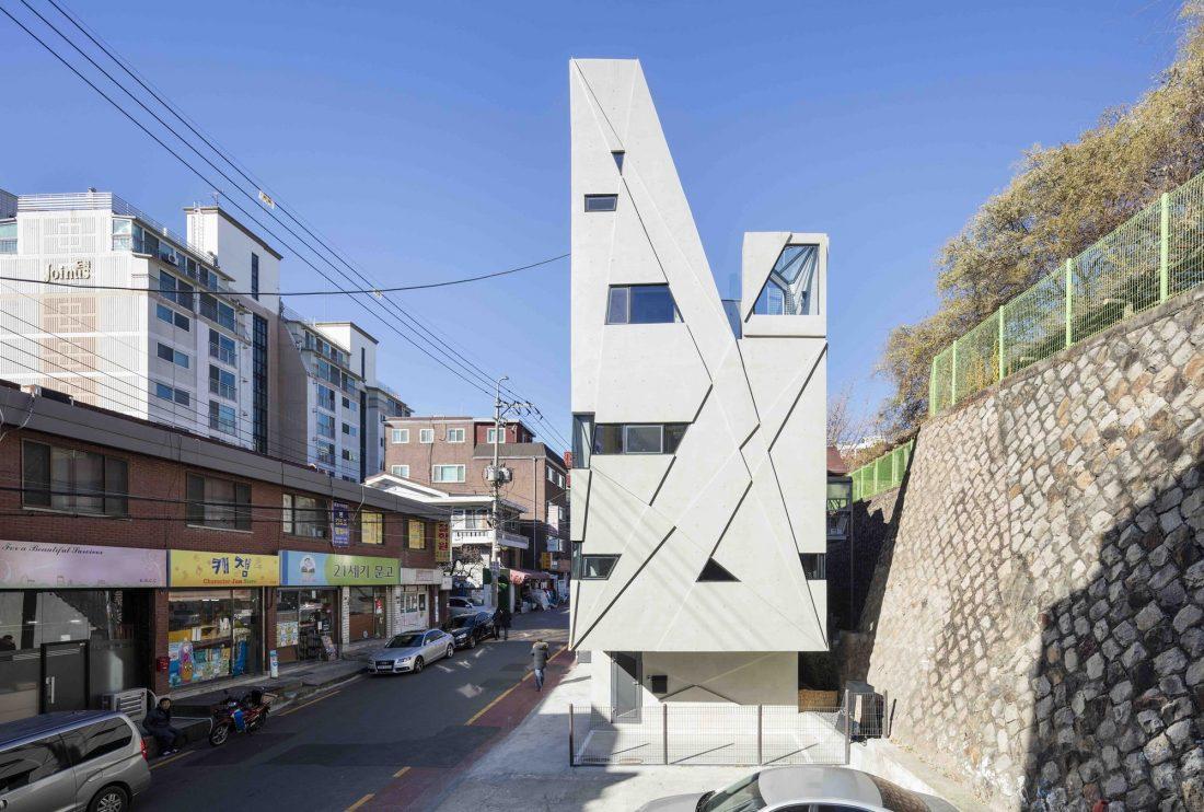 Дом в хай-тек стиле по проекту студии Moon Hoon в Южной Корее 1