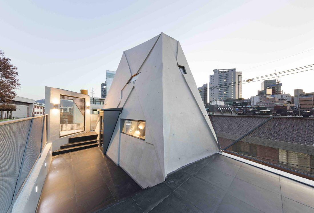 Дом в хай-тек стиле по проекту студии Moon Hoon в Южной Корее 11