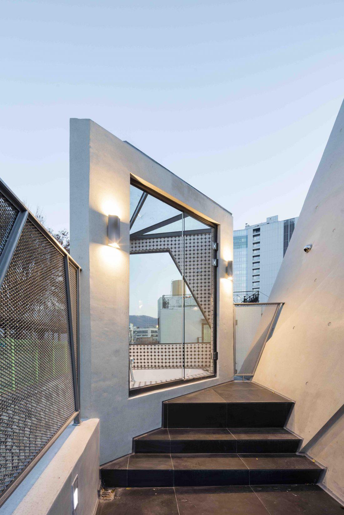 Дом в хай-тек стиле по проекту студии Moon Hoon в Южной Корее 19
