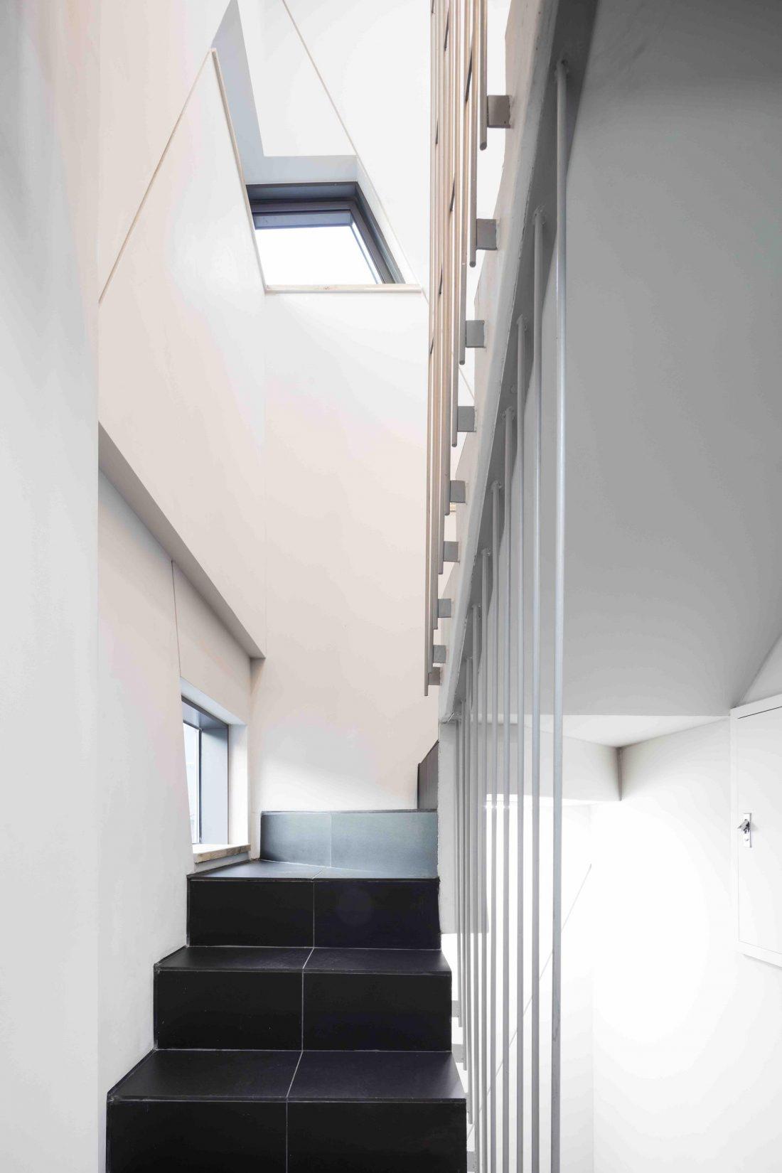 Дом в хай-тек стиле по проекту студии Moon Hoon в Южной Корее 23