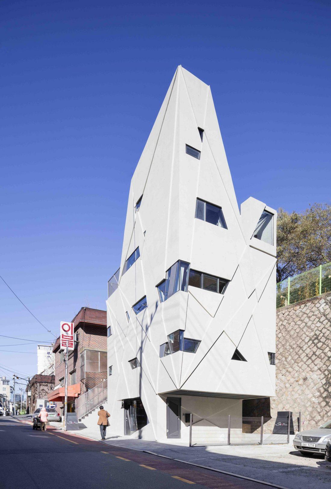 Дом в хай-тек стиле по проекту студии Moon Hoon в Южной Корее 6