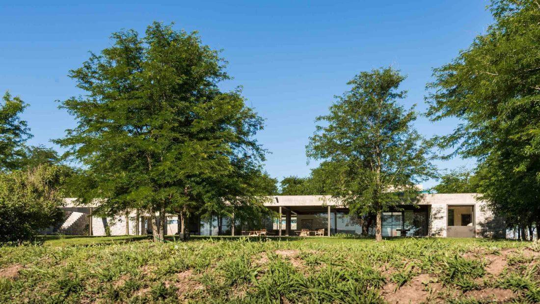 Экологичный и аутентичный проект дома от студии MWS arquitectura 23