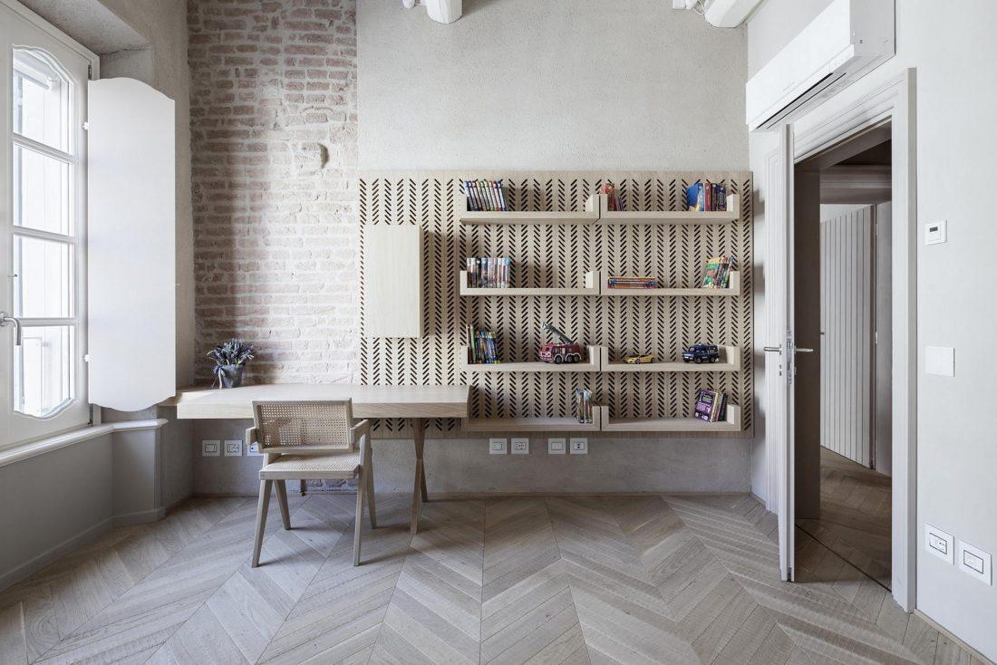 Интерьер квартиры в античном стиле в старинном доме в Италии 4