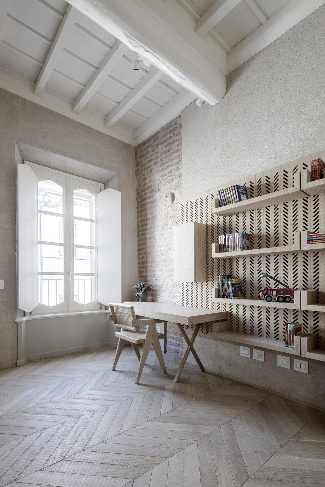 Интерьер квартиры в античном стиле в старинном доме в Италии 5