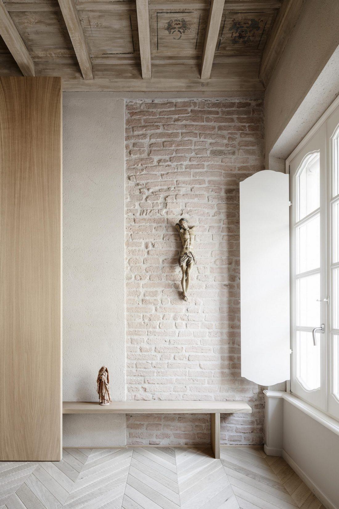 Интерьер квартиры в античном стиле в старинном доме в Италии 6