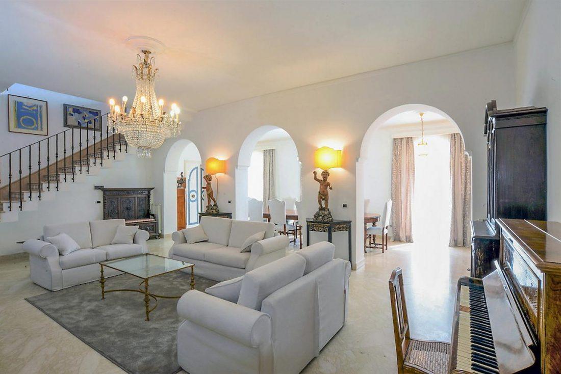 Средиземноморский стиль в интерьере гостиной 1 0