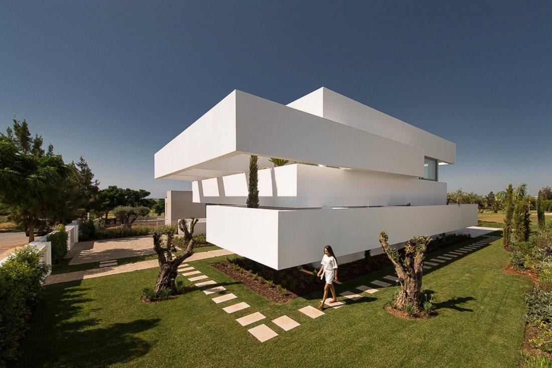 Дом из 5 террас и сада по проекту студии Corpo Atelier 1