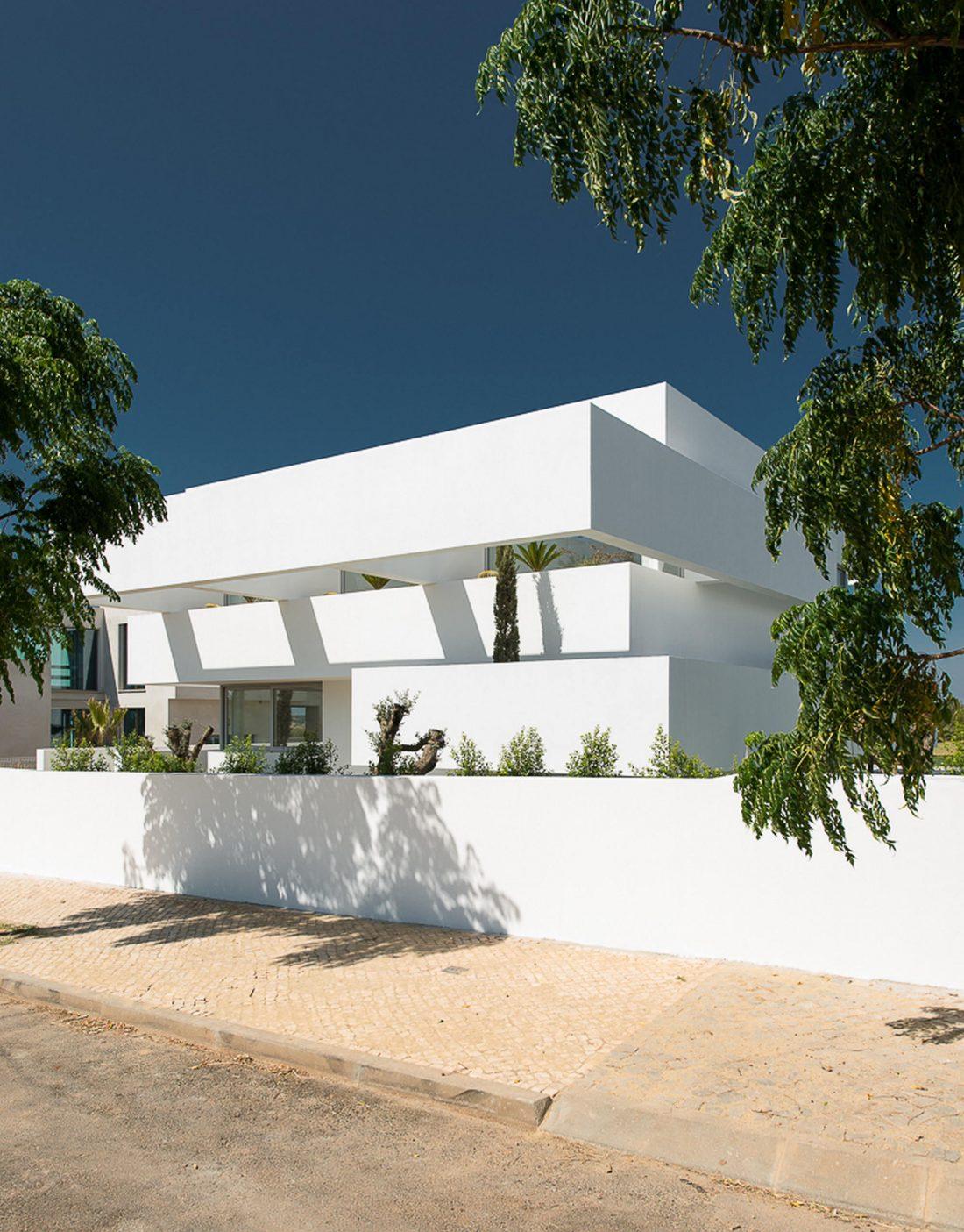 Дом из 5 террас и сада по проекту студии Corpo Atelier 10