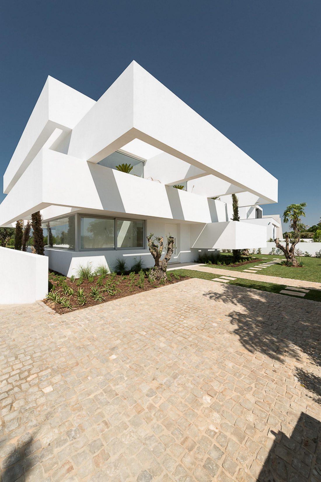 Дом из 5 террас и сада по проекту студии Corpo Atelier 11