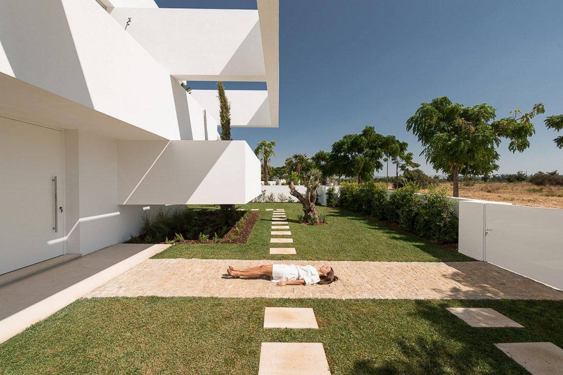 Дом из 5 террас и сада по проекту студии Corpo Atelier 12