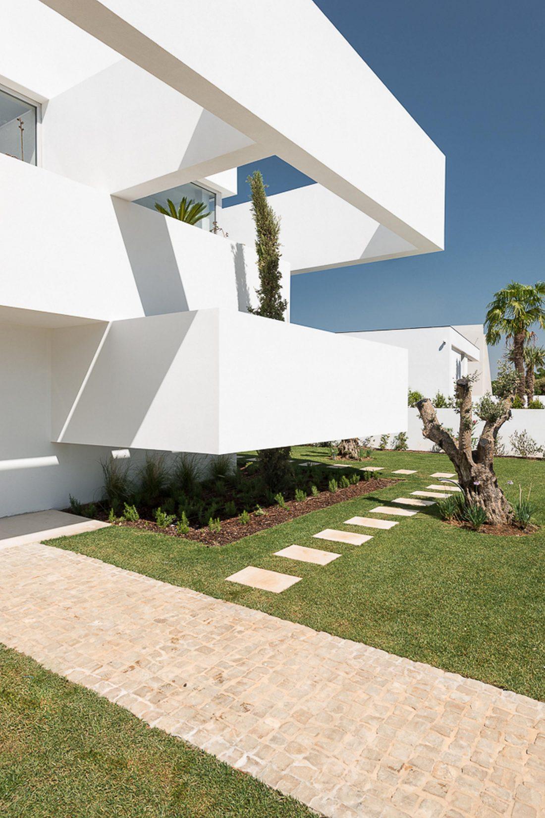 Дом из 5 террас и сада по проекту студии Corpo Atelier 16