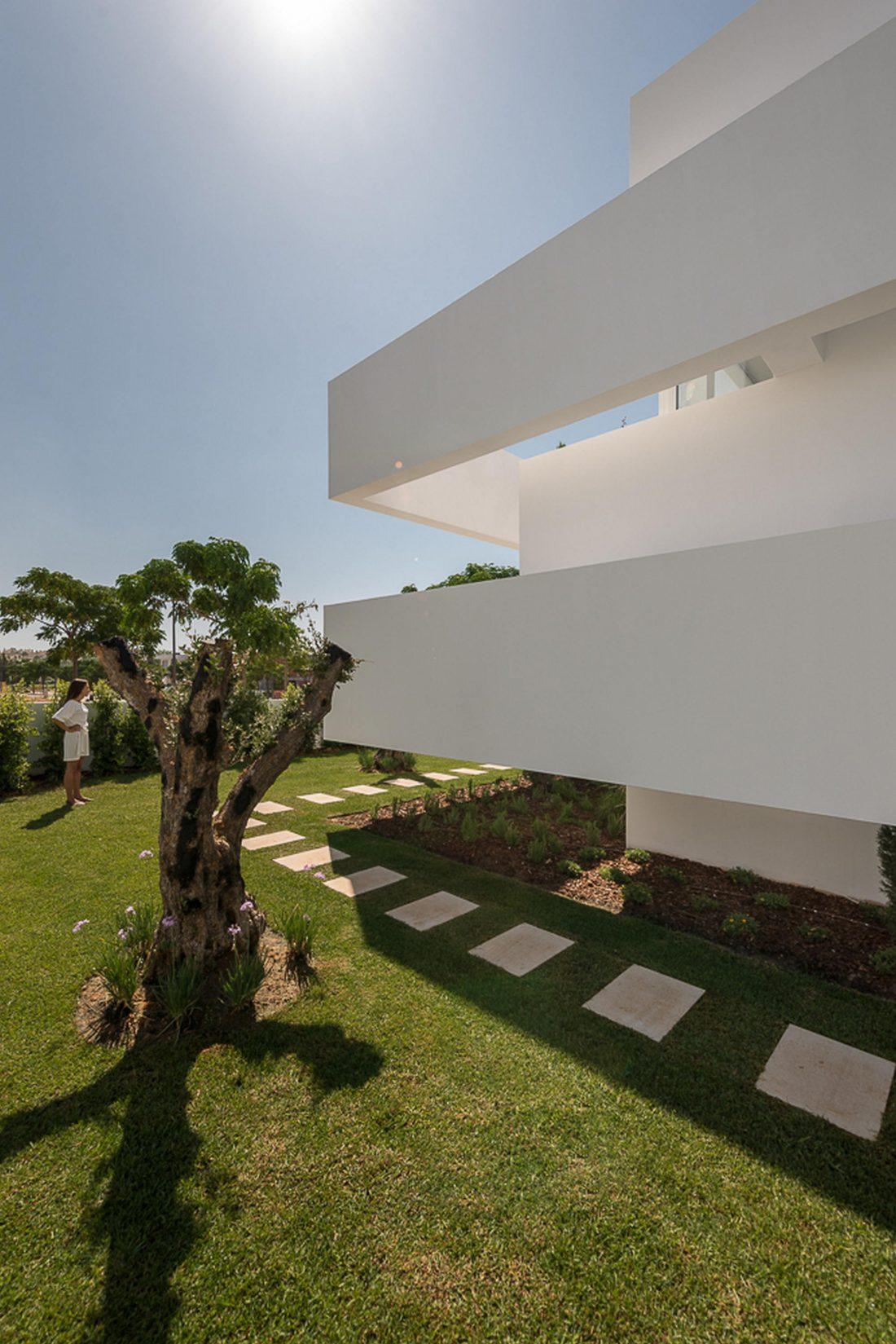 Дом из 5 террас и сада по проекту студии Corpo Atelier 17