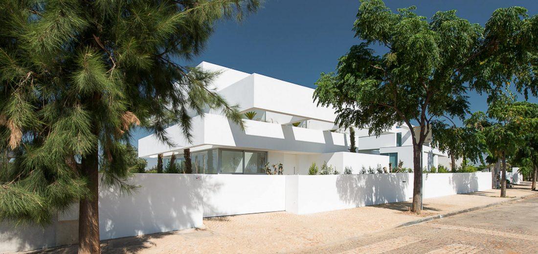 Дом из 5 террас и сада по проекту студии Corpo Atelier 18