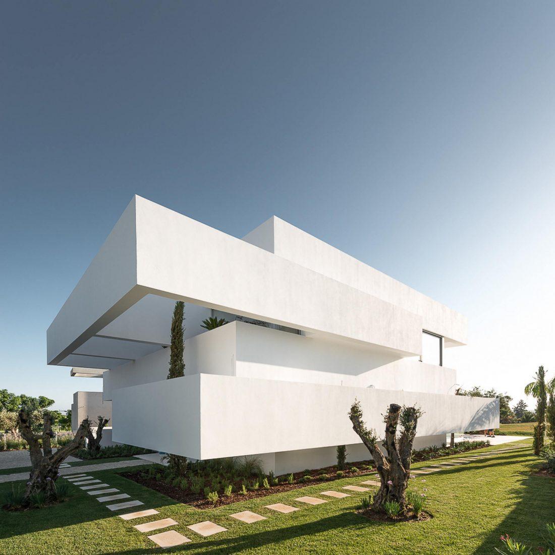 Дом из 5 террас и сада по проекту студии Corpo Atelier 21