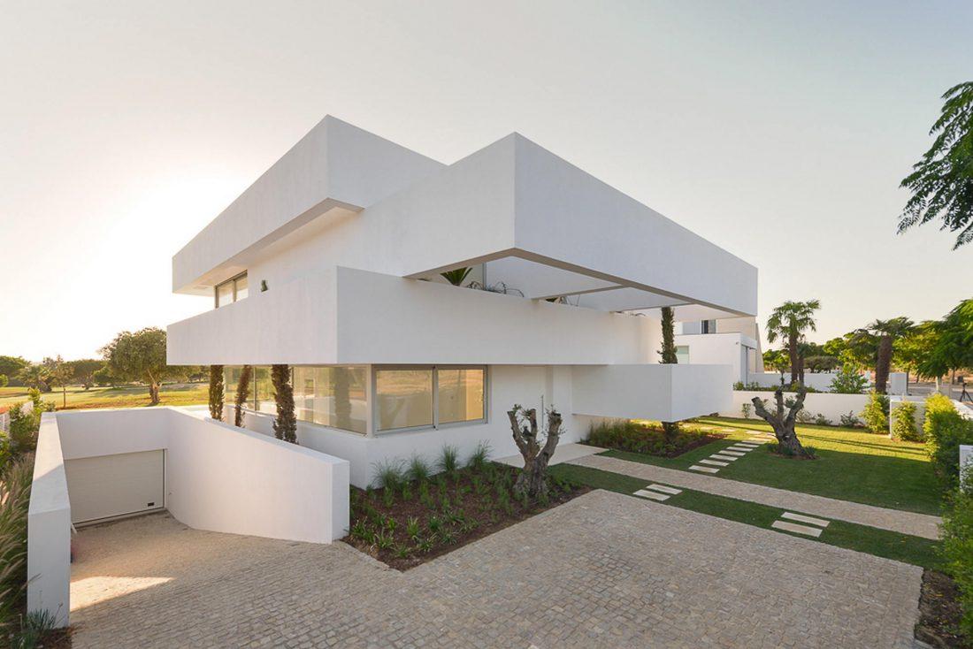 Дом из 5 террас и сада по проекту студии Corpo Atelier 26