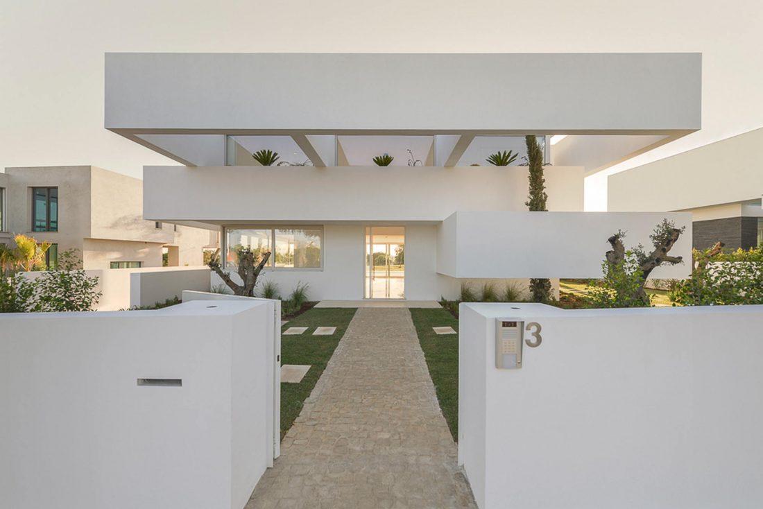 Дом из 5 террас и сада по проекту студии Corpo Atelier 27