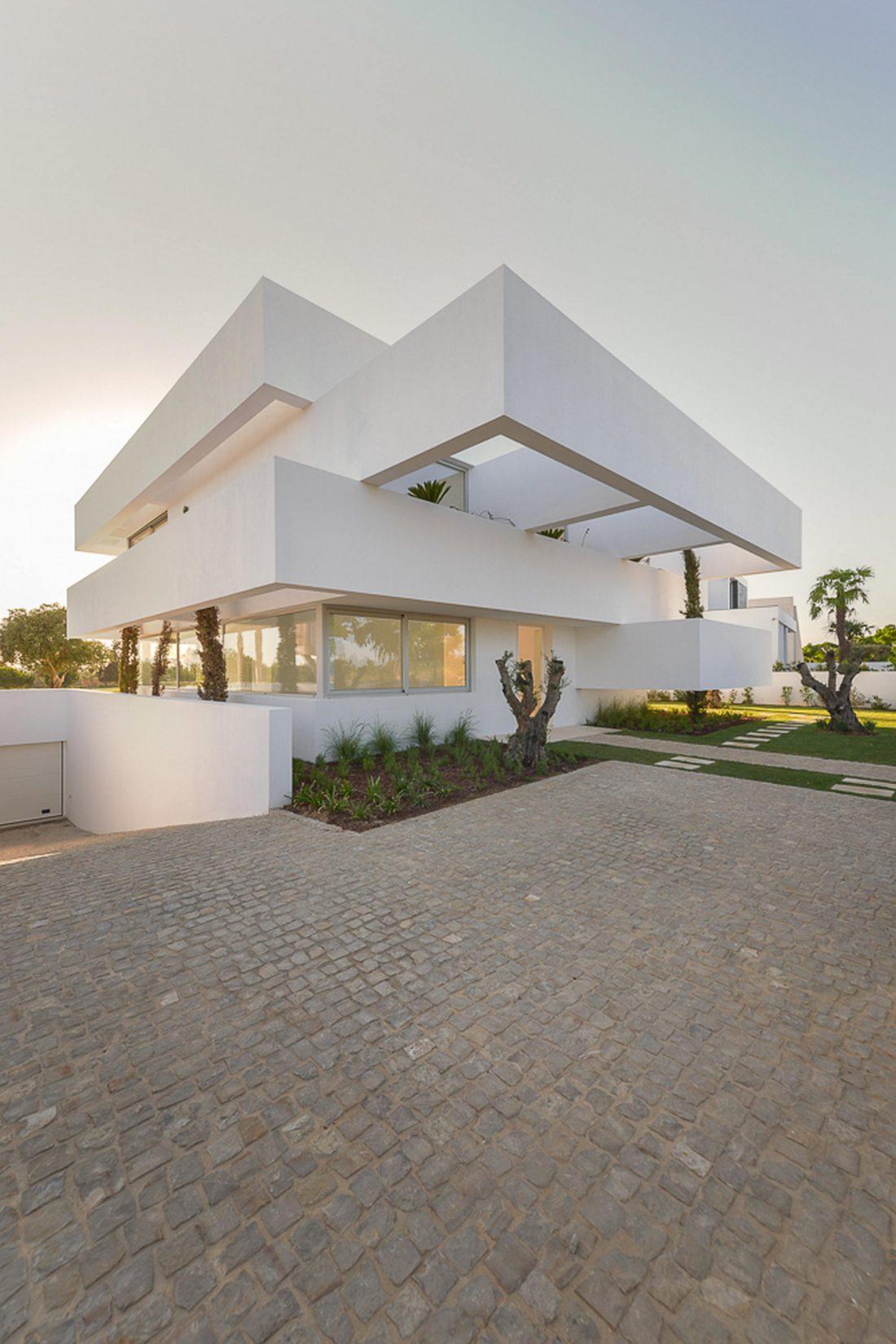 Дом из 5 террас и сада по проекту студии Corpo Atelier 28