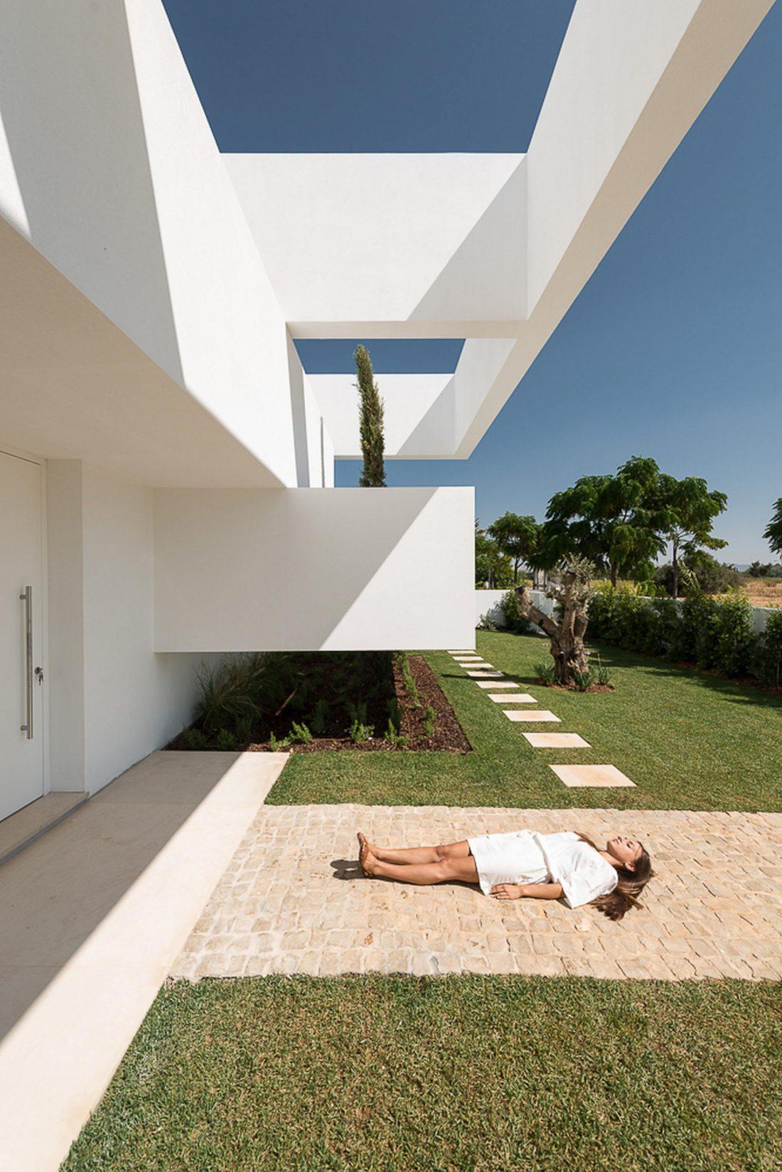 Дом из 5 террас и сада по проекту студии Corpo Atelier 3