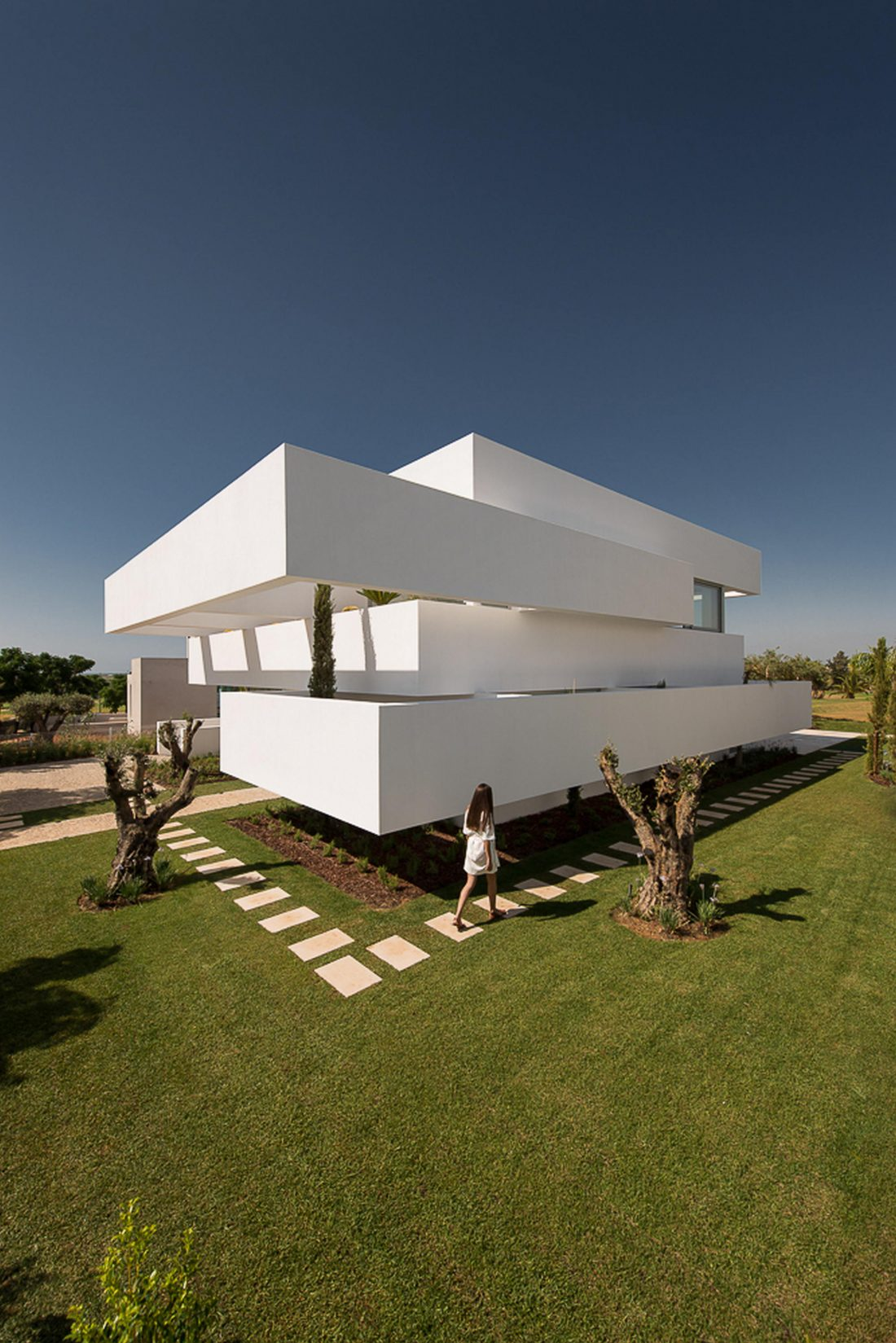 Дом из 5 террас и сада по проекту студии Corpo Atelier 6