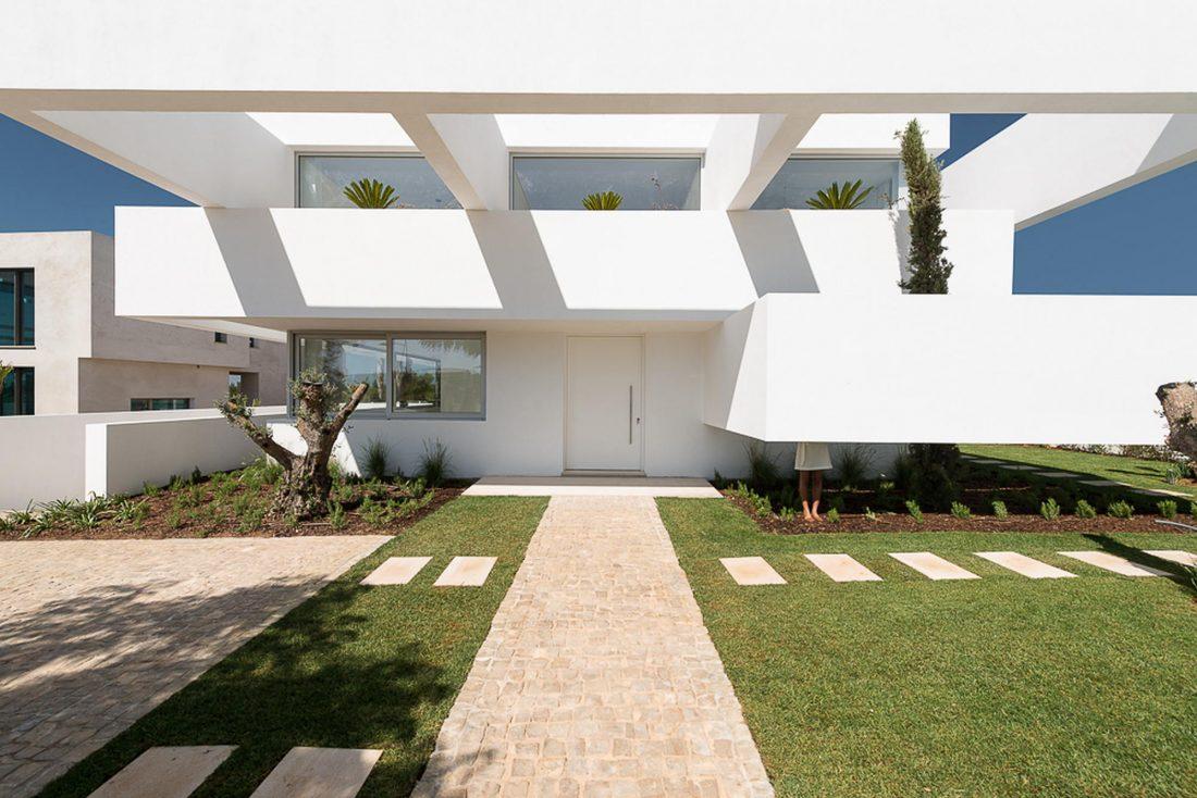 Дом из 5 террас и сада по проекту студии Corpo Atelier 7