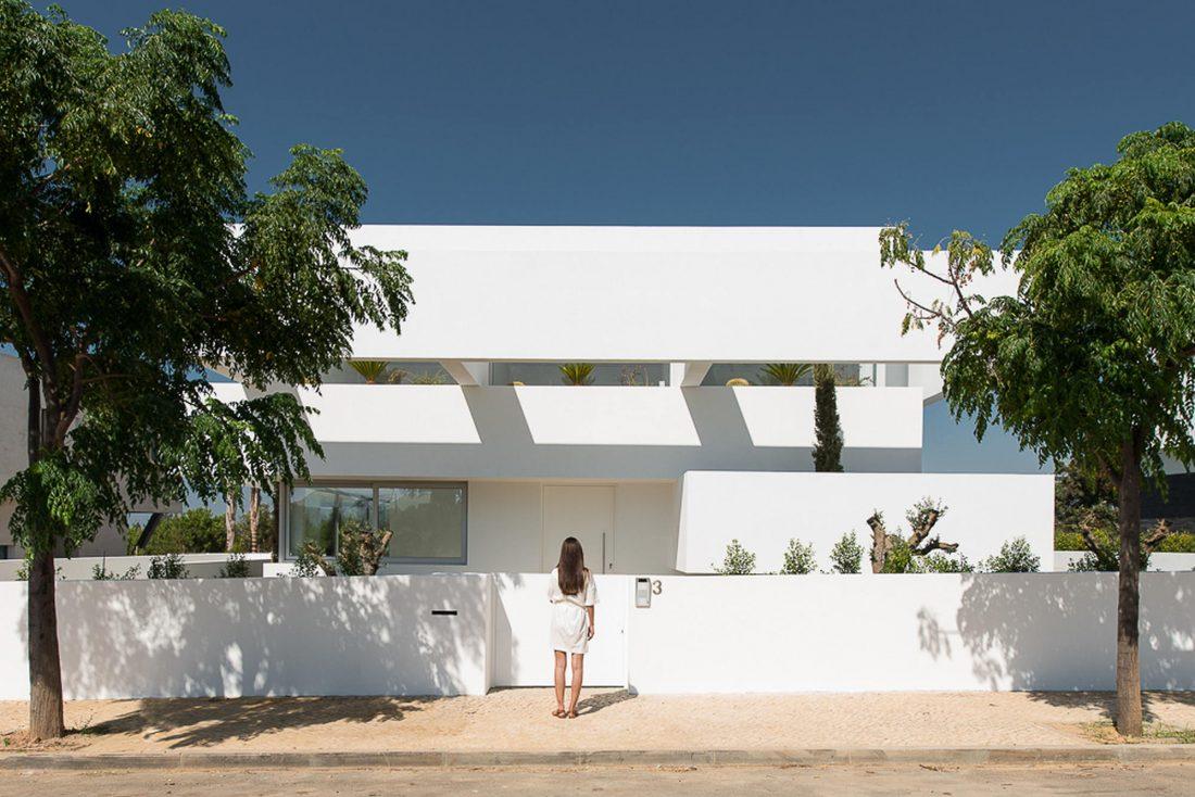 Дом из 5 террас и сада по проекту студии Corpo Atelier 8
