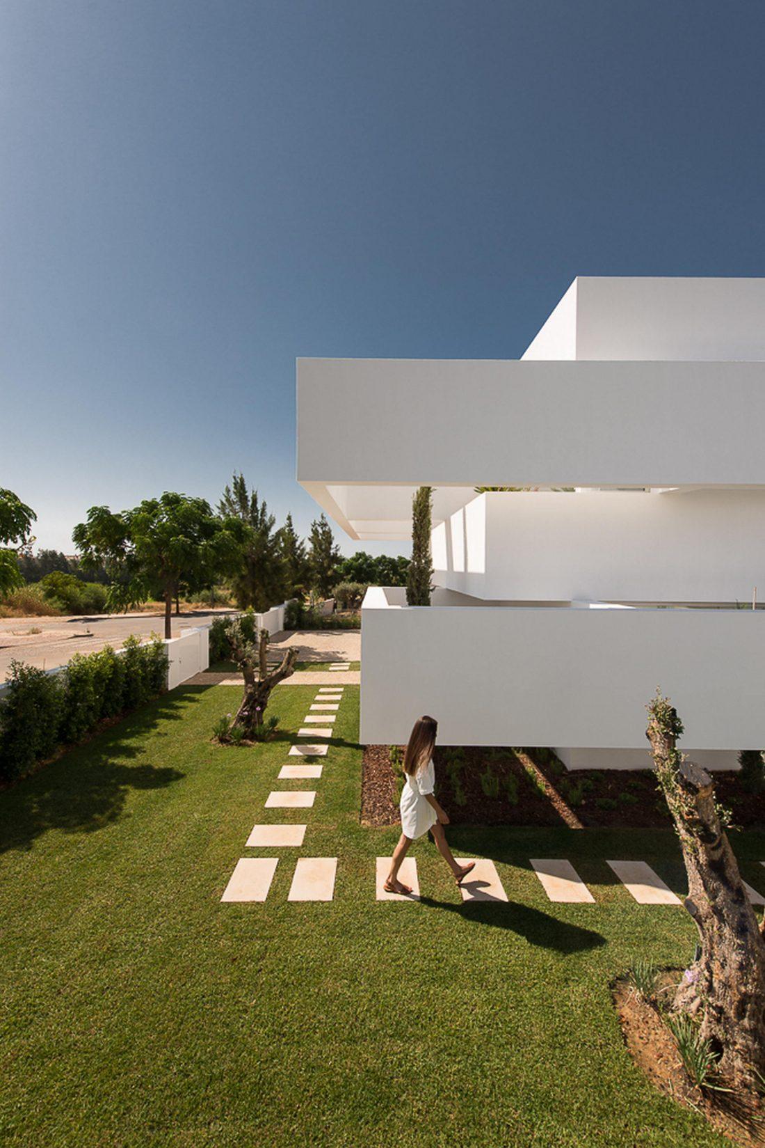 Дом из 5 террас и сада по проекту студии Corpo Atelier 9