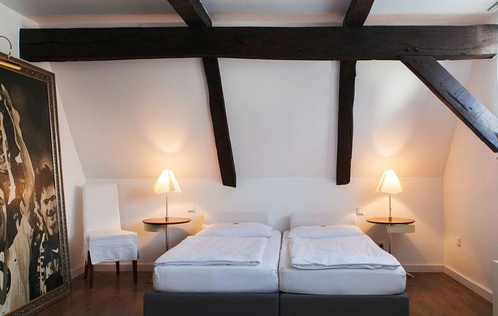 Кантри стиль в интерьере спальни — фахверк