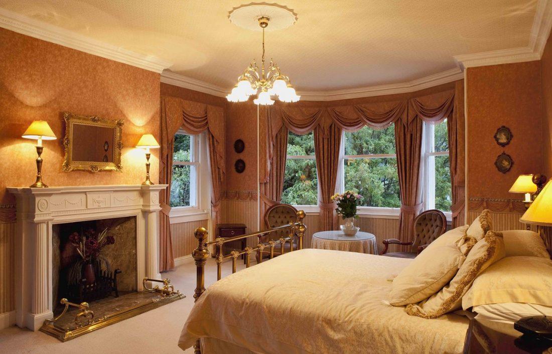 Кантри стиль в интерьере спальни — камин 3