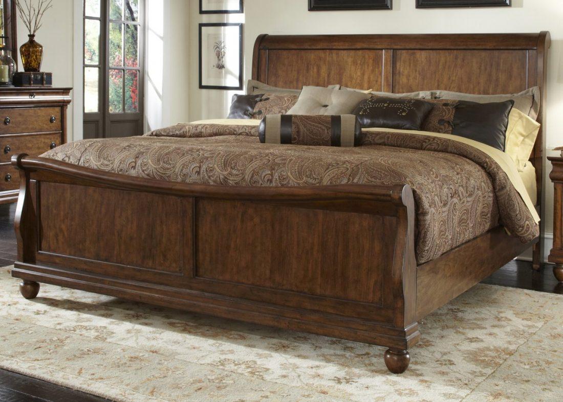 Кантри стиль в интерьере спальни — кровать