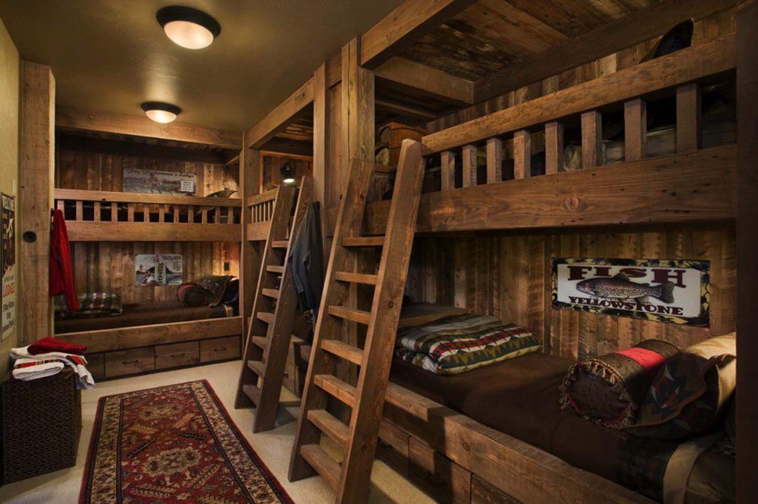 Кантри стиль в интерьере спальни — несколько кроватей