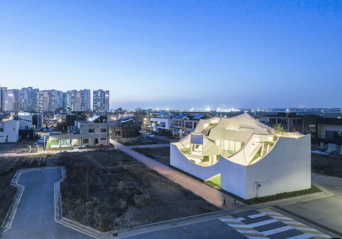 Летающий дом от студии IROJE KHM Architects 13
