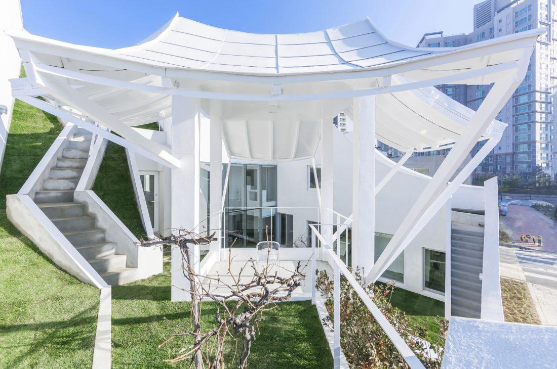 Летающий дом от студии IROJE KHM Architects 21