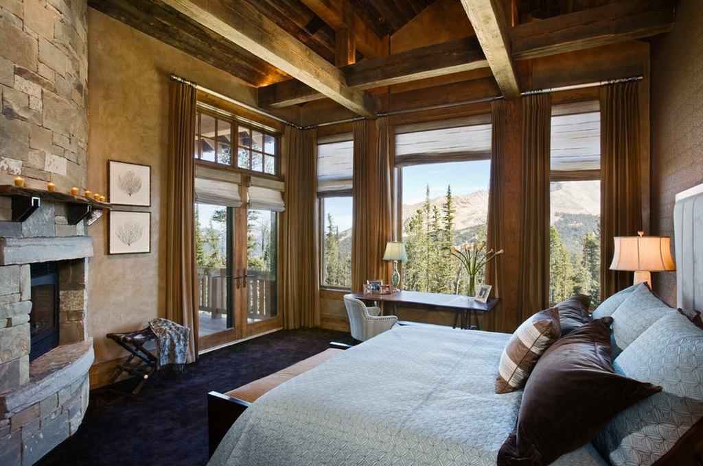 спальня в кантри стиле с камином