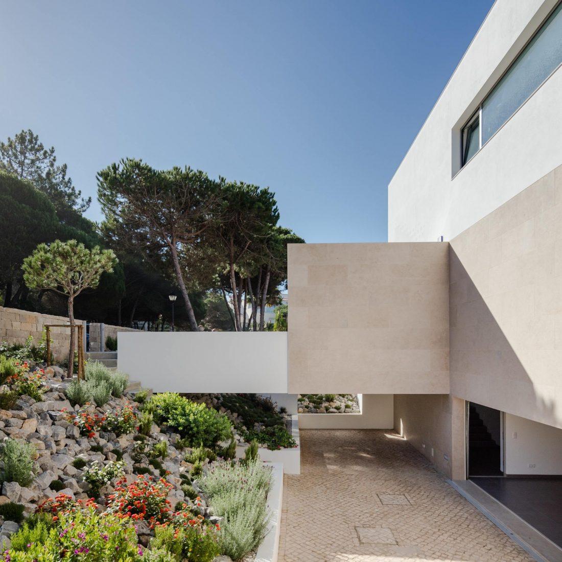 Дом в Обидуше, Португалия, от студии RSM arquitecto и Russell Jones Architects 1