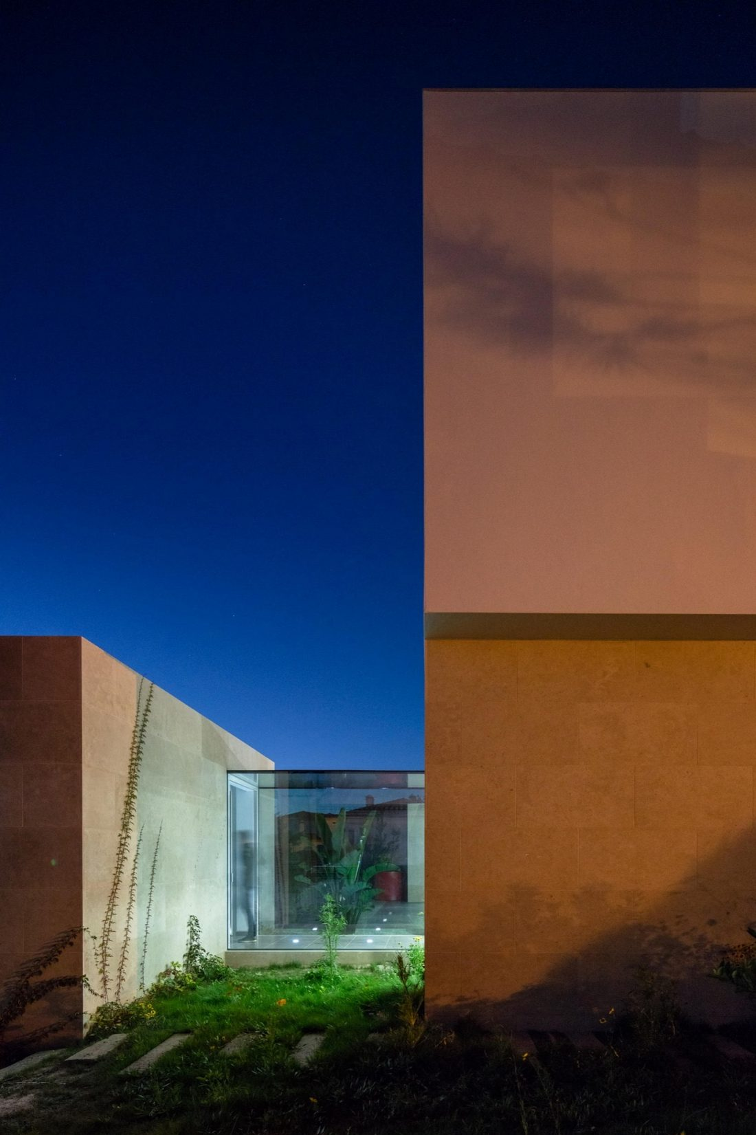 Дом в Обидуше, Португалия, от студии RSM arquitecto и Russell Jones Architects 11