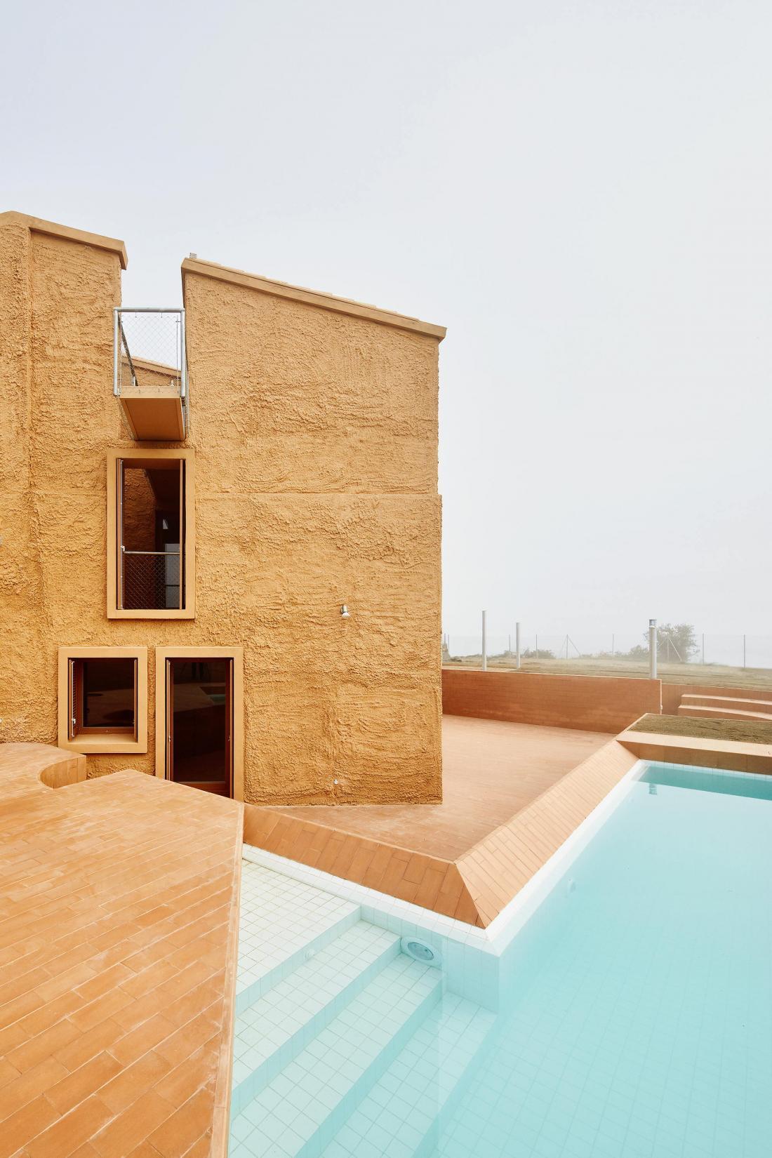 Реконструкция фермерского дома в Испании от студии Arquitectura–G 1