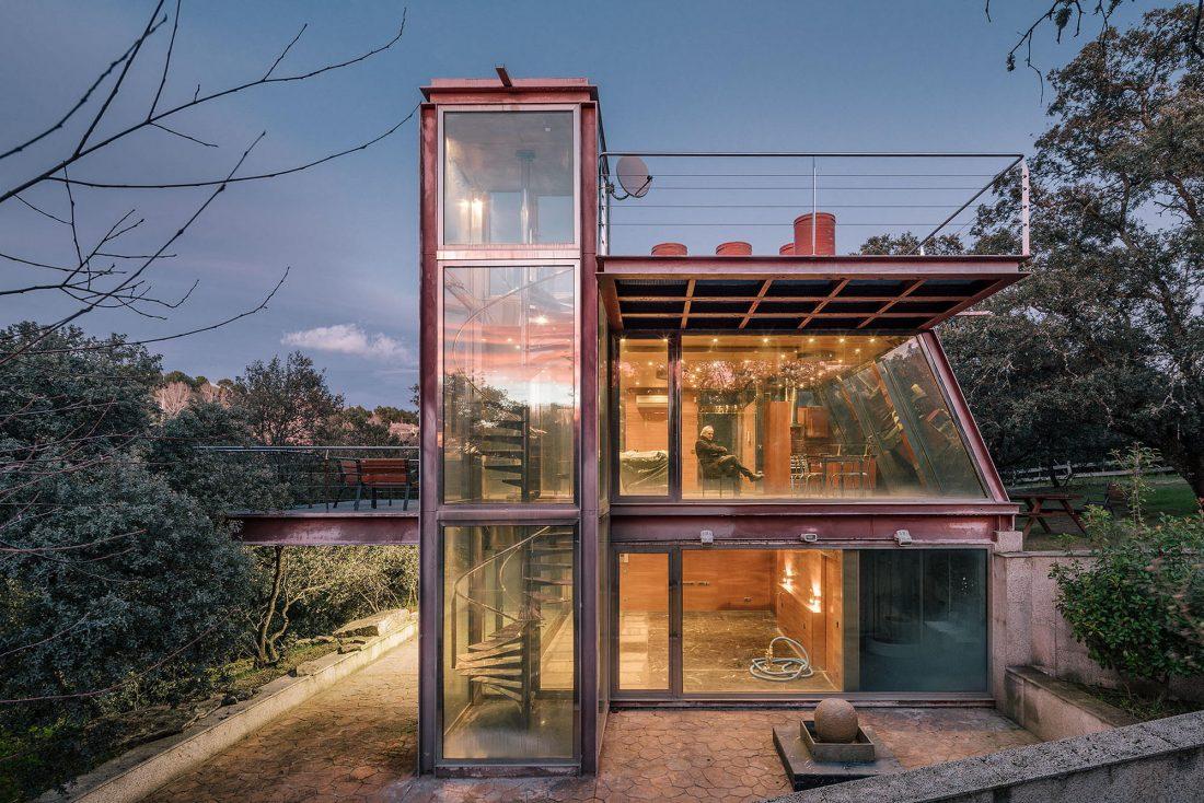 Стеклянный дом в лесу по проекту студии PENELAS ARCHITECTS 1